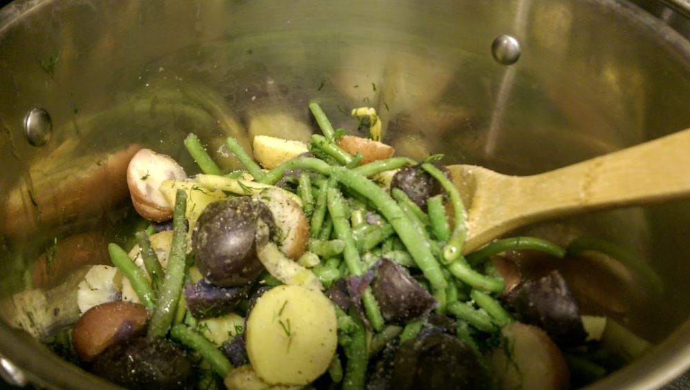 Potatoes and green beans in butter and dill
